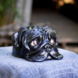 bookshelf pug statue black (3 of 9)