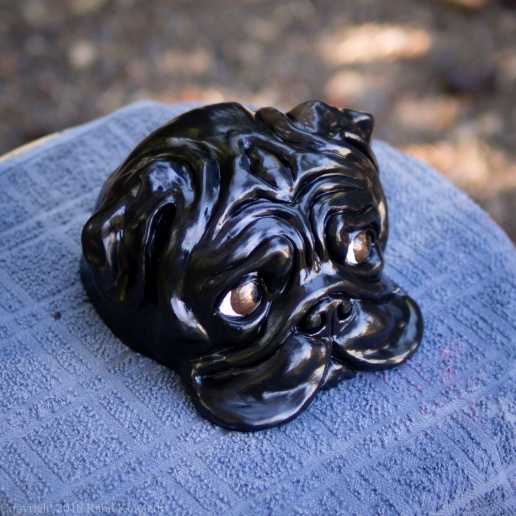 bookshelf pug statue black (9 of 9)